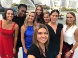 Super-Selfie mit den acht besten Tennisdamen 2017